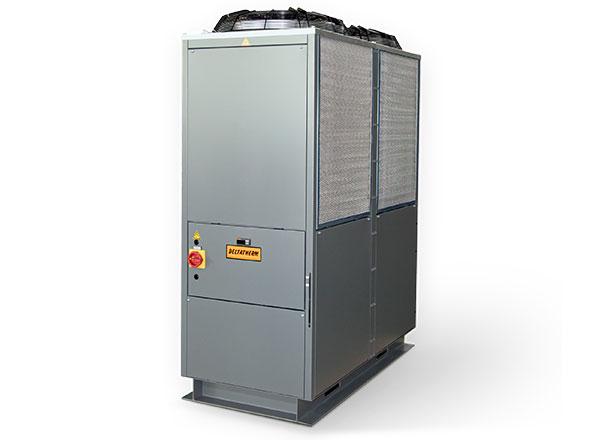 Graue DELTATHERM Maschine auf Schiene, mit 2 Lüftern und Filtern zur Kühlung von Industrieanlagen