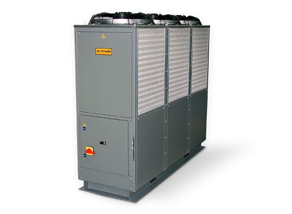 Graue DELTATHERM Maschine auf Schiene, mit 3 Lüftern und Filtern zur Kühlung von Industrieanlagen